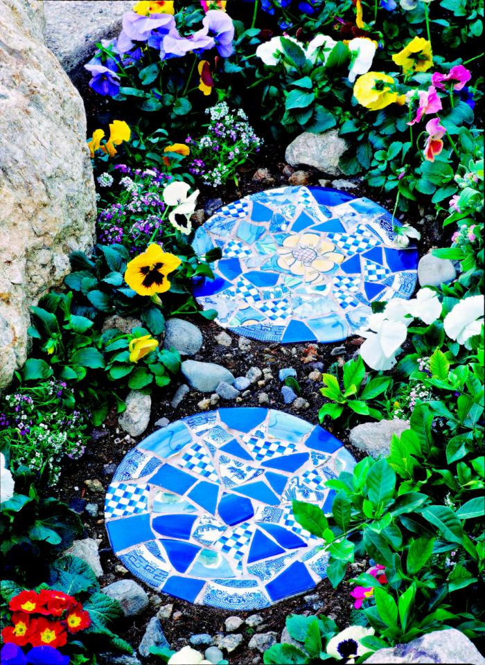 Make beautiful mosaic tile garden stepping stones