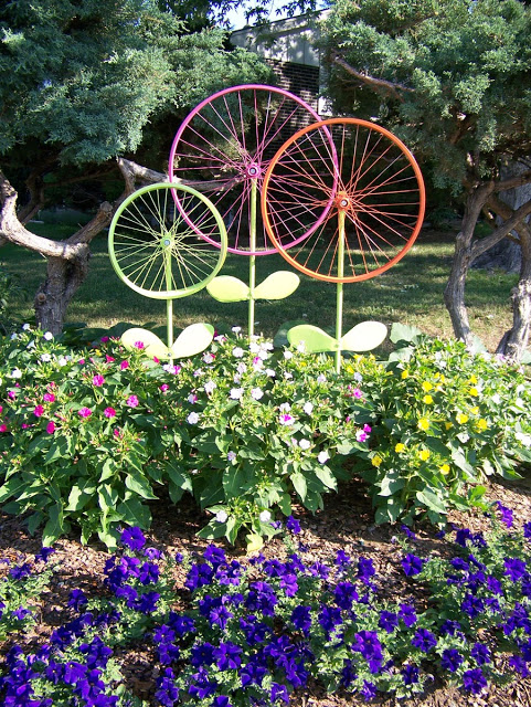 Make giant flowers out of bicycle wheels