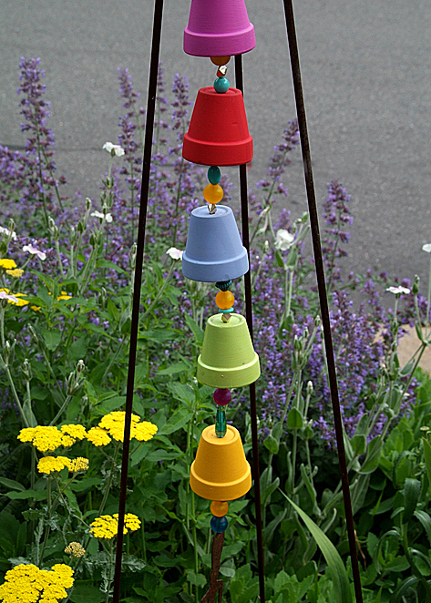 Turn your old clay pots into eye-catching wind chime